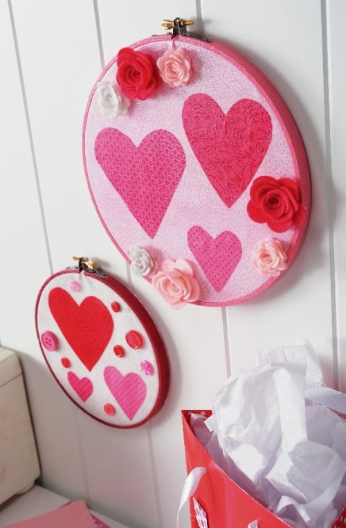 embroidery hoop Valentine decorations (via shelterness)