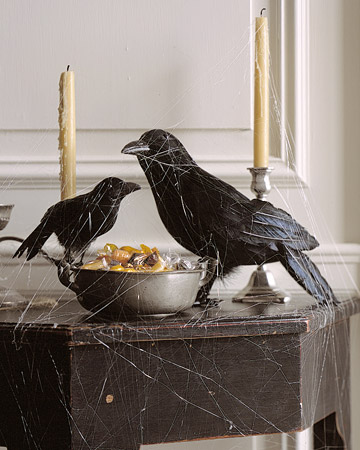 blackbirds, candles and spiderwebs are chic and stylish Halloween decorations you can install anywhere