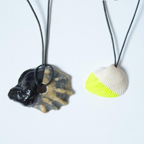 dipped shell necklace (via melissaesplin)
