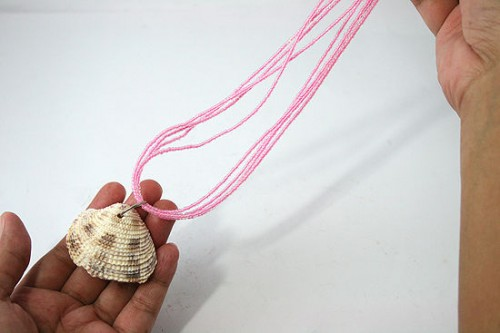 shell necklace (via wikihow)