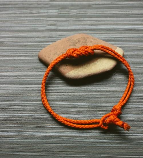 nautical-inspired knot bracelet (via shelterness)