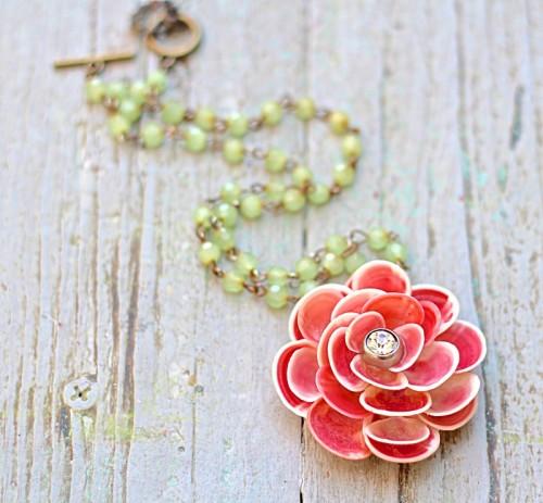 seashell flower pendant (via debisdesigndiary)