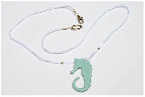 seahorse necklace (via marmaide)