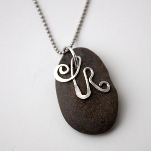 lake rock necklace (via thecraftysisters)