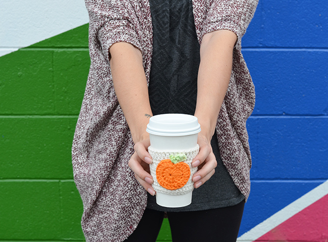 Picture Of cute diy crochet pumpkin coffee cup cozy  2