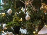 cute-diy-felted-wool-snowball-garland-1