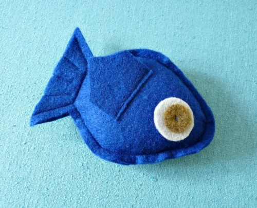 Cute DIY Fish Shaped Cat Toy With Catnip