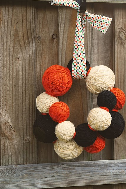 Сute DIY Halloween Yarn Ball Wreath