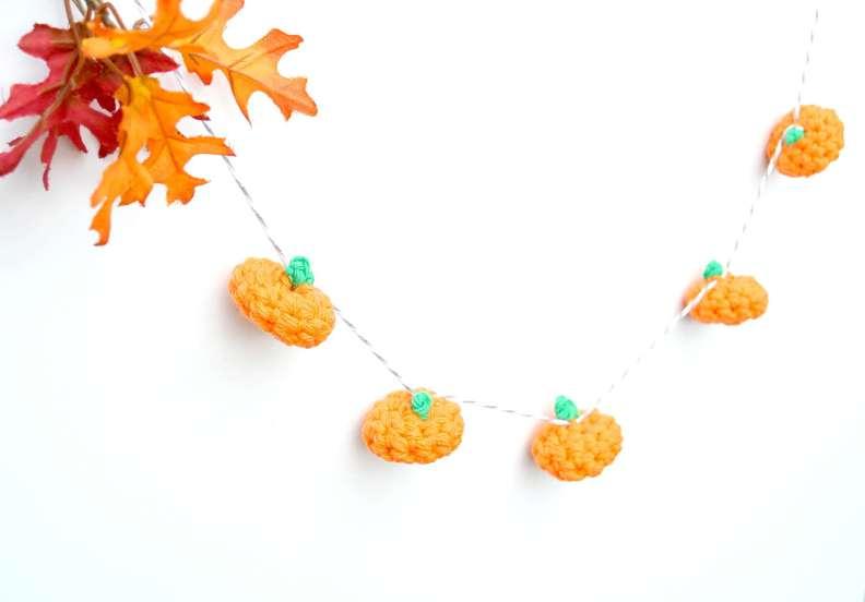Picture Of cute diy little crochet pumpkin garland  2