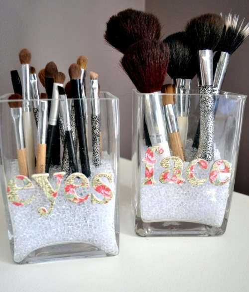 Cute DIY Makeup Brush Storage