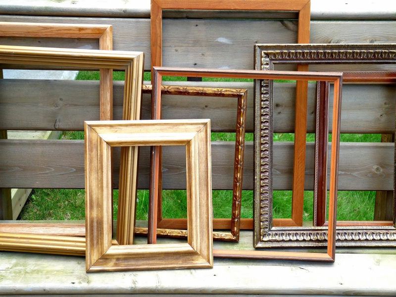 Picture Of cute diy ornament frames to bring a festive mood  2
