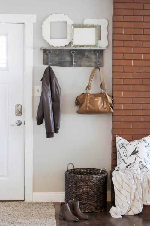 shabby chic coat rack (via hawthorneandmain)