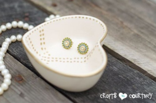 heart-shaped jewelry holder (via shelterness)