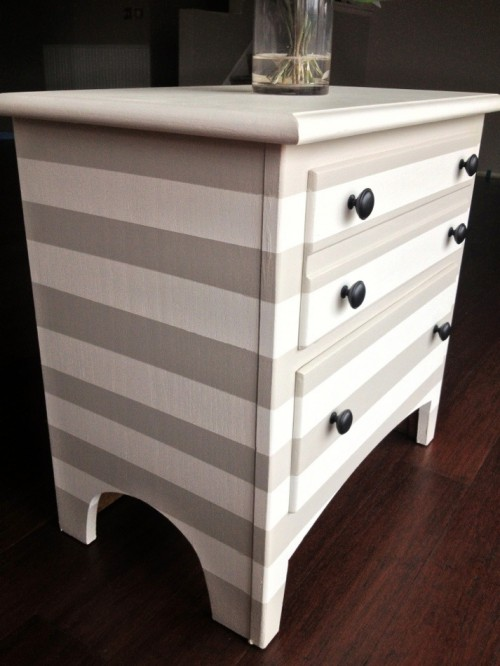 striped nightstand  (via swankanddapper)