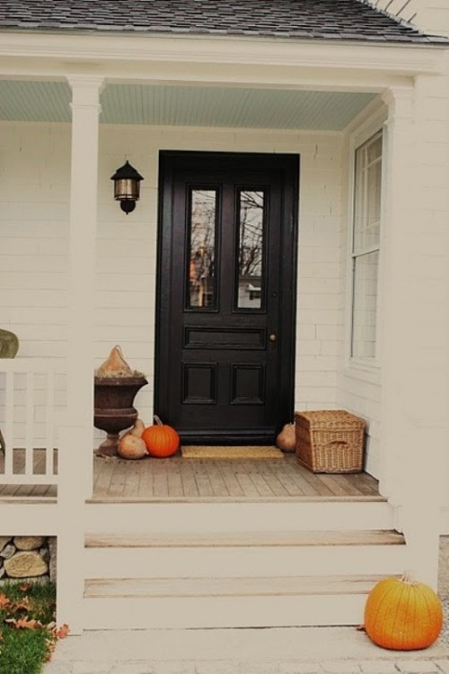 For a more minimalist look just use several pumpkins and gourds without anything else.