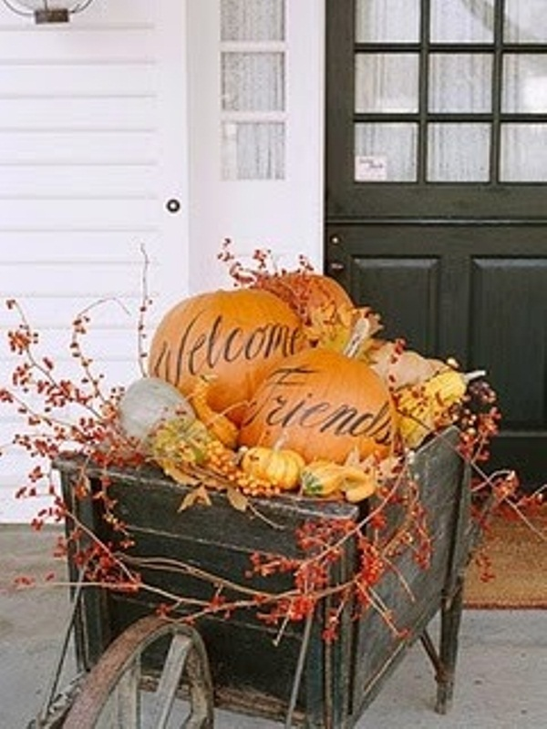 45 cute and cozy fall and halloween porch d 233 cor ideas 187 photo 15
