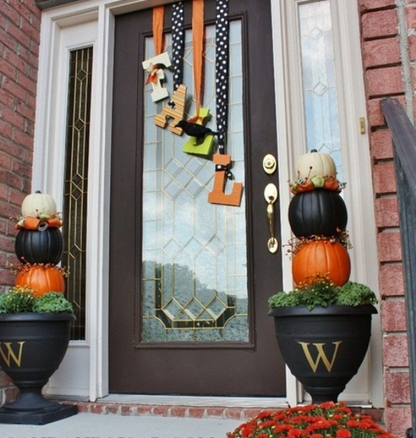 45 Cute And Cozy Fall And Halloween Porch Décor Ideas » Photo 2