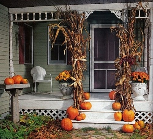 cover your posts with dried corn stalks for an authentic autumns look - Halloween Corn Stalks