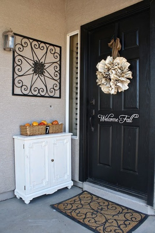 Picture of cute fall porch decor ideas for Ways to decorate front porch for fall