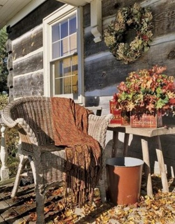 Picture of cute fall porch decor ideas for Fall patio decorating ideas