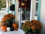 45 Cute And Cozy Fall And Halloween Porch Décor Ideas