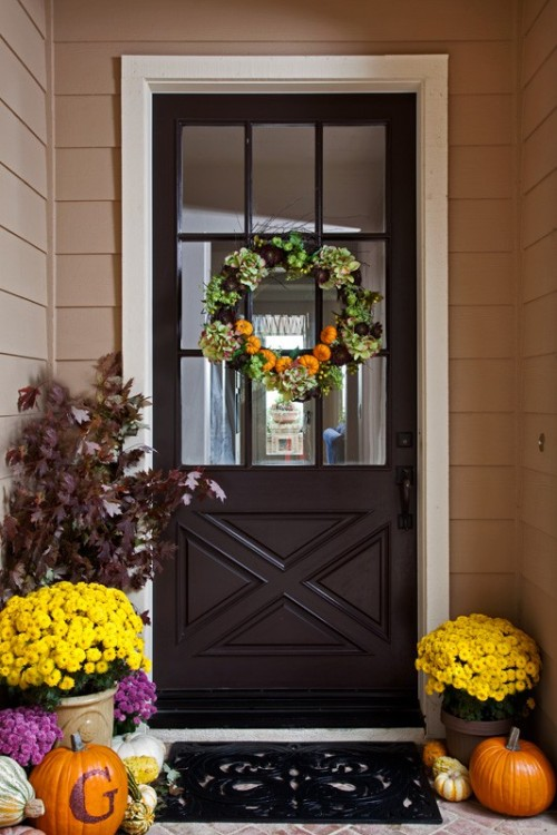 70 Cute And Cozy Fall And Halloween Porch D Cor Ideas