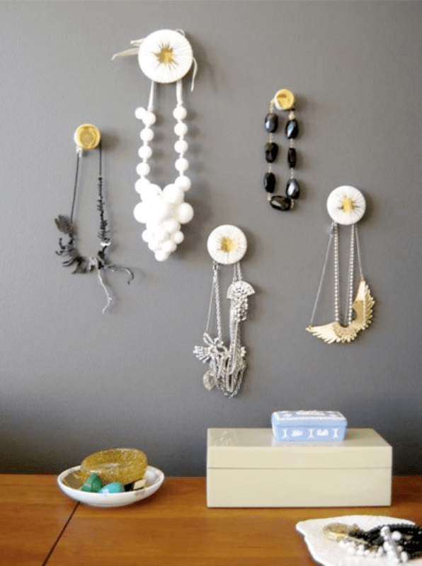 Cute ideas for storing your jewelry shelterness - Ideas for storing jewellery ...