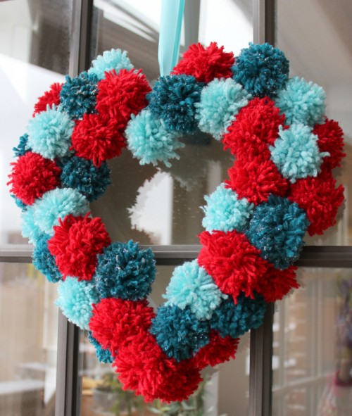 pompoms wreath for Valentine's Day