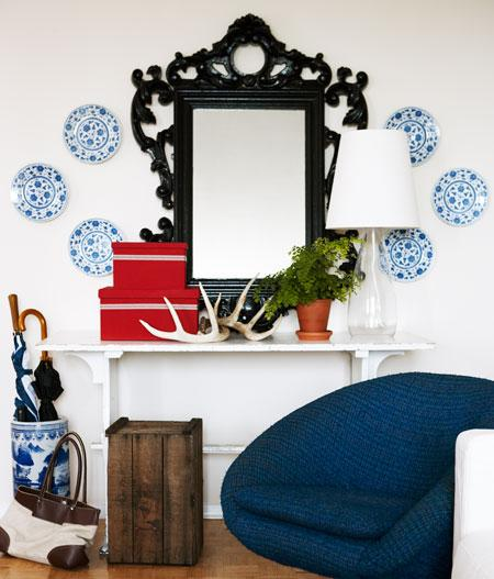 It's a perfect display for all these beautiful objects of decor your brought from your travels.