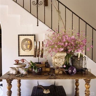 Captivating Decorating With Console Tables. You Can Put Such Table By The Staircase.