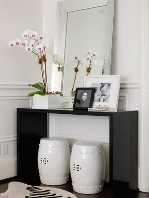 33 Ideas To Use Console Tables In Interior Decorating | Shelterness