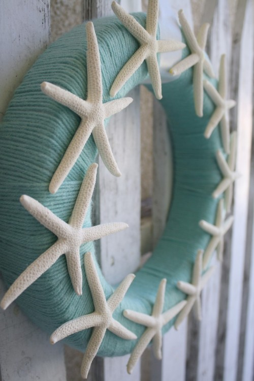 starfish yarn wreath (via craftsunleashed)