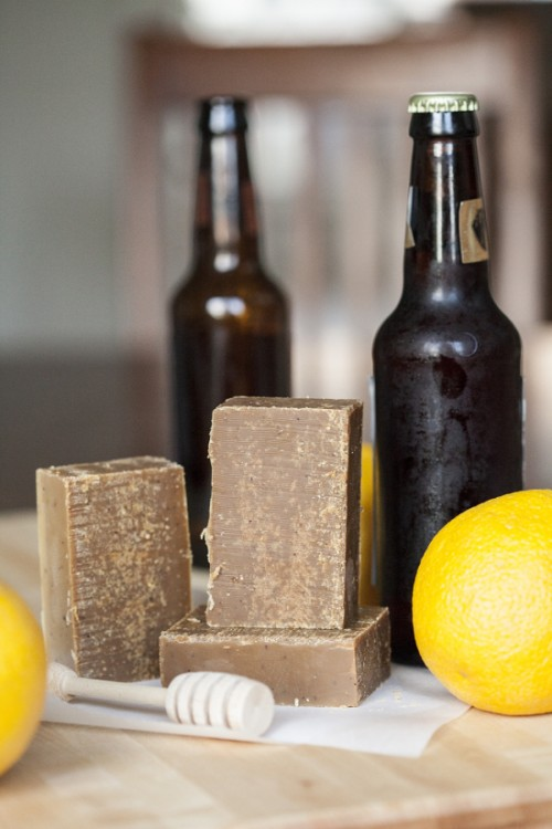 diy honey scotch ale soap (via offbeatandinspired)