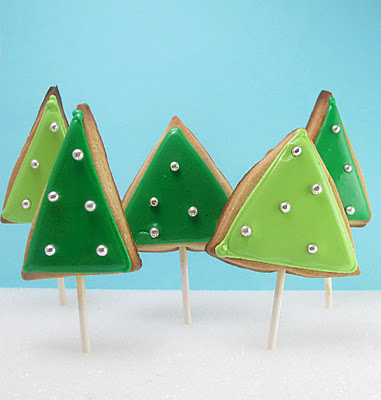 Christmas cookie pops (via thedecoratedcookie)