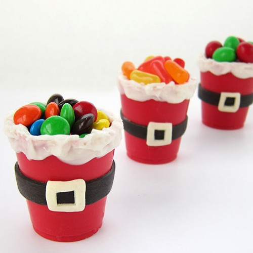 Santa suit candy cups (via hungryhappenings)