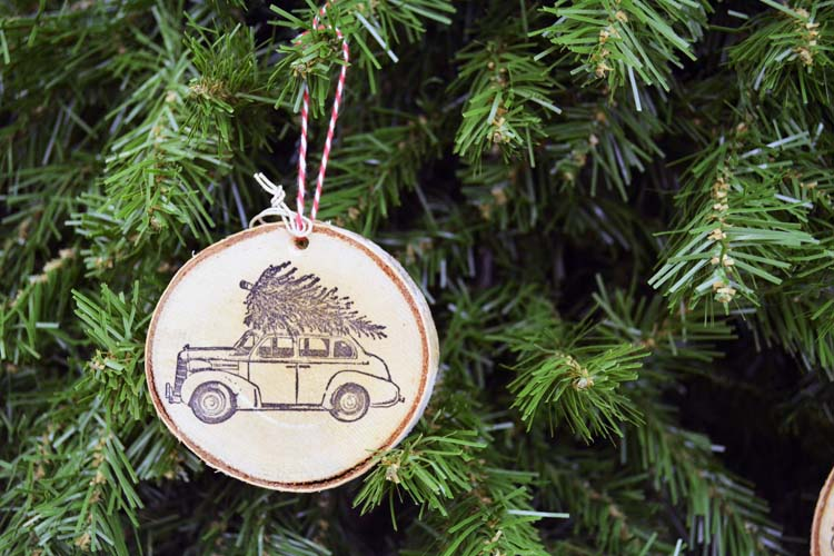 Picture Of diy 10 minute wood slice christmas ornament  1