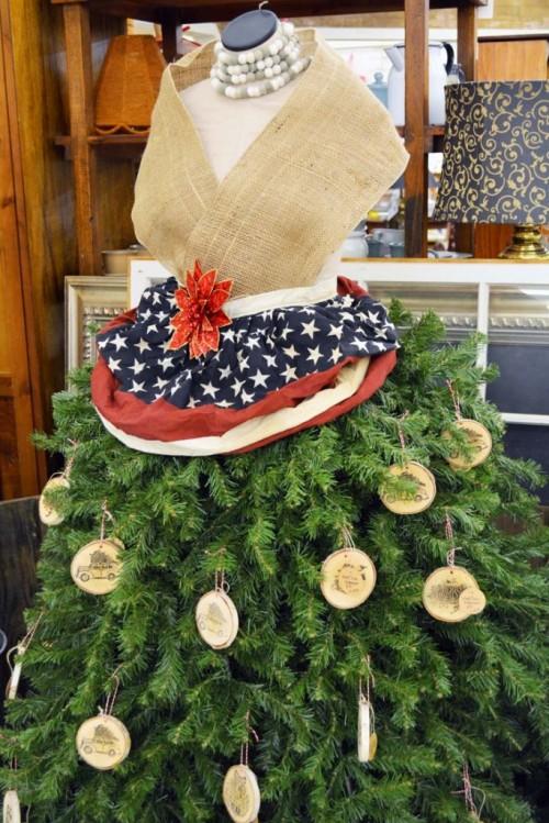 DIY 10 Minute Wood Slice Christmas Ornament