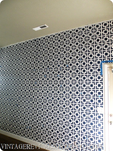 stylish stenciled accent wall (via vintagerevivals)