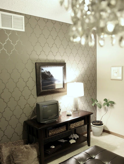 stenciled accent wall (via blog)