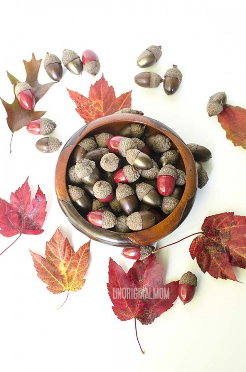 painted acorns for decor (via unoriginalmom)