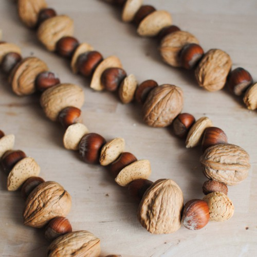 nuts and acorns garland (via bigcitylittlejoys)
