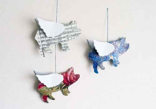 flying pigs mobile (via pointlessprettythings)