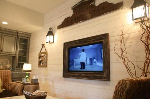 DIY Vintage Looking TV Frame