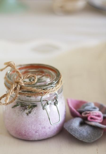 lavender bath salts (via asplashofvanilla)