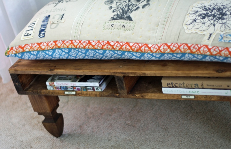 DIY Bench With Built-In Book Storage Of Pallets » Photo 3
