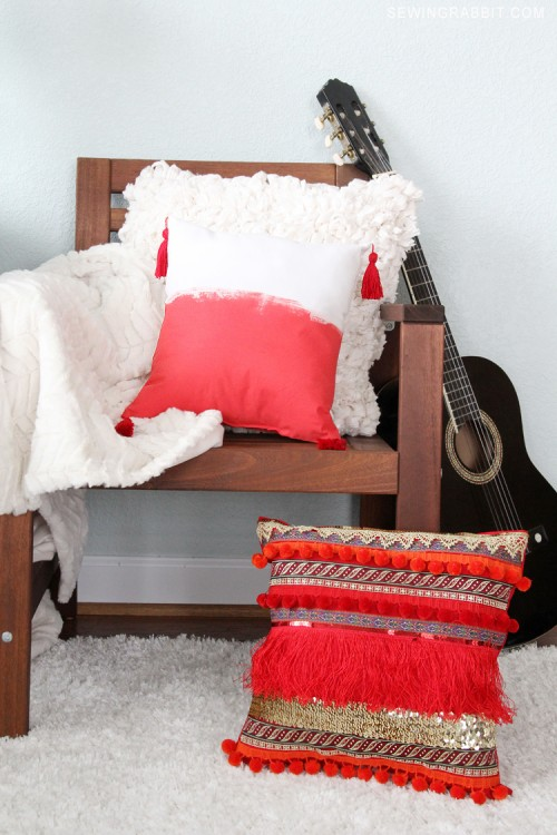 boho tassel pillow (via mesewcrazy)