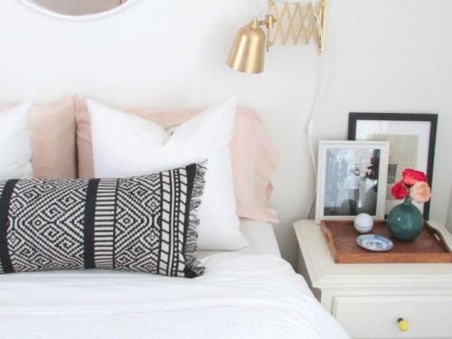 fringed boho lumbar pillow (via francoisetmoi)