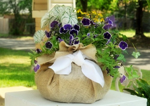 Diy Burlap Fabric Planter As Mother's Day Decoration