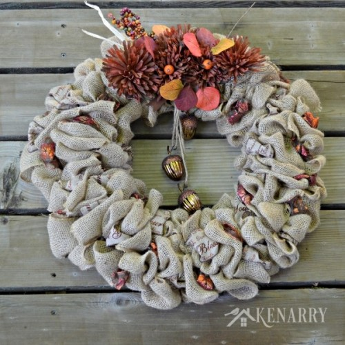 acorns and burlap wreath (via kenarry)