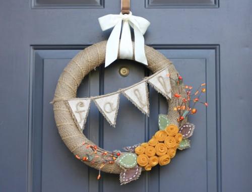 burlap banner wreath (via repeatcrafterme)